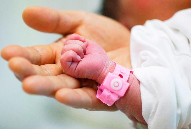 Что означает оценка новорожденных 8 - 9 баллов по шкале Апгар при естественных родах или кесаревом сечении