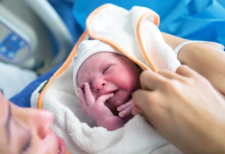 Что означает оценка для новорожденных 7/7 баллов по шкале Апгар при кесаревом сечении и естественных родах